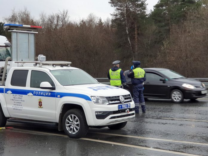 At the entrances to Moscow riot militia, from April 15, the drivers will begin to check passes