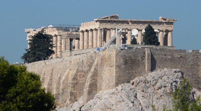 Greece will demolish the hotel spoiling the view to the Parthenon