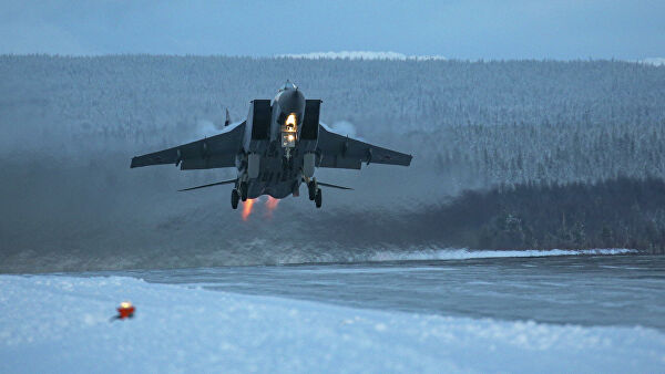 Greeting to the NATO fighter from the MiG 31 in the air caught on video