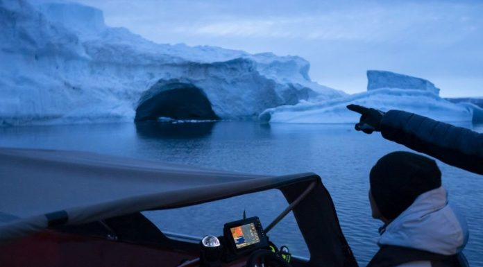 In Greenland due to warming has melted about 600 billion tons of ice