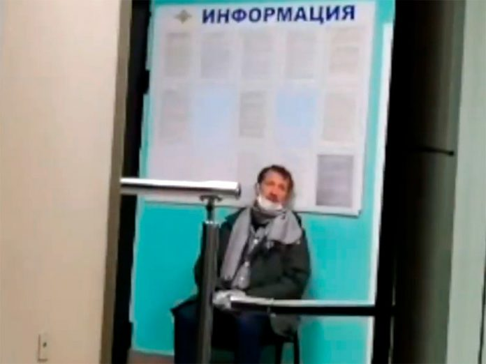 In Moscow journalist covering the conflict for citizens and officials who made the Protocol on violation of a distance of 1.5 m