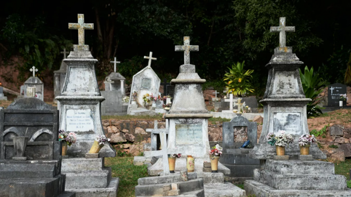 In St Petersburg and Moscow have closed cemetery
