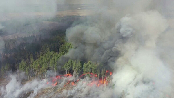 In the Ukraine continue to put out the fire in the Chernobyl zone