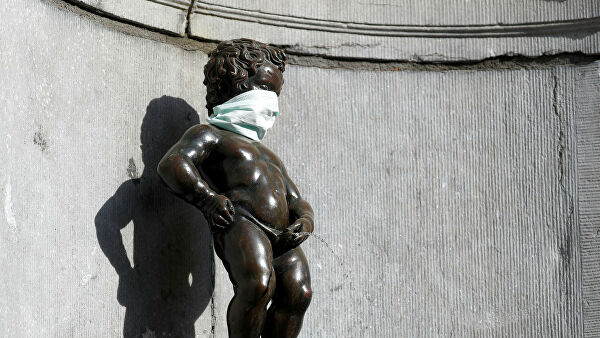 Is also protected Manneken Pis in Brussels got a medical mask