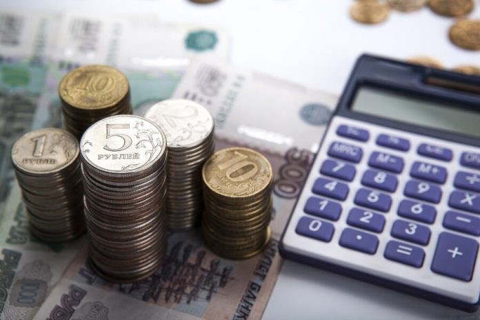 More than a quarter of Russian companies are planning to cut staff salaries
