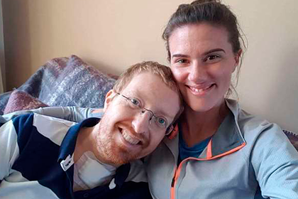 Paralyzed due to a coronavirus the health worker asked the girl to marry and recovered