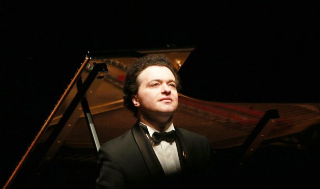Pianist Evgeny Kissin performed in social networks with singer renée Fleming