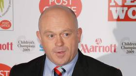 Public backlash as star journo Ross Kemp allowed into Covid 19 ward but visits remain off limits for mortals