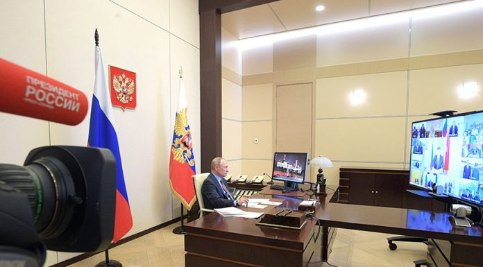Putin by video conference opened two medical centers for patients with COVID 19