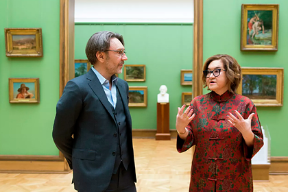 Russians in Okko entertain Shnurov in the Tretyakov gallery and Pattinson is an alcoholic