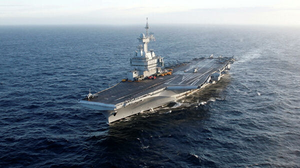 The aircraft carrier Charles de Gaulle sick COVID 19 on Board arrived in Toulon