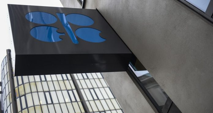 The deal OPEC+ on the reduction of oil production takes effect