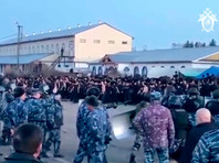 According to the prisoners, provided human rights defenders video from a colony, the conflict began with the beating of a convict by a prison officer in the barracks enhanced mode (BUR) it's being offenders of the regime. The prisoner then opened his veins